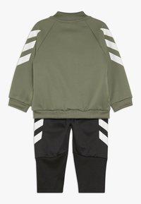 adidas Performance - MINI ME TRACKSUIT TRACKSUIT BABY SET - Tepláková souprava - black/khaki - 1