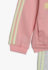 adidas Performance - LOGO FULL ZIP HOODED TRACKSUIT BABY SET - Chándal - pink/yellow - 4