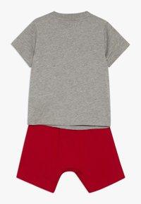 adidas Performance - LOGO SUMMER TRACKSUIT BABY SET - Survêtement - grey/vivred - 1