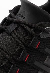 adidas Performance - TERREX SWIFT SOLO - Buty wspinaczkowe - grey six/core black/scarlet - 5