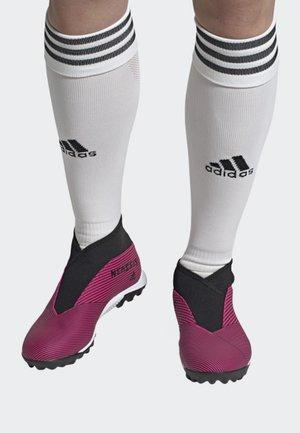 NEMEZIZ 19.3 TURF BOOTS - Fodboldstøvler m/ faste knobber - pink