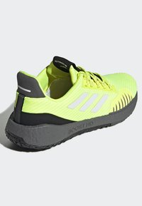 adidas Performance - PULSEBOOST HD WINTER SHOES - Joggesko - yellow - 4