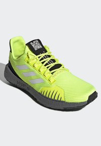 adidas Performance - PULSEBOOST HD WINTER SHOES - Joggesko - yellow - 3