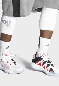 adidas Performance - DAME 6 SHOES - Basketball shoes - white - 0