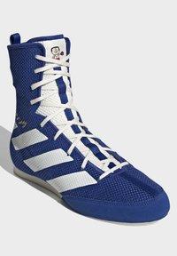 adidas Performance - BOX HOG 3 SHOES - Sneakersy wysokie - blue - 3