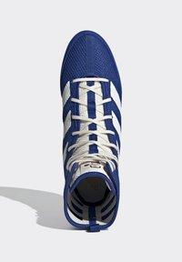 adidas Performance - BOX HOG 3 SHOES - Sneakersy wysokie - blue - 2