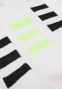 adidas Performance - 3 STRIPES ESSENTIALS SPORTS CREW SOCKS 3 PACK - Calcetines de deporte - white/white/white/sig - 2
