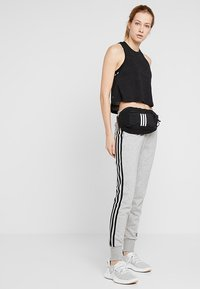 adidas Performance - PARKHOOD  - Ledvinka - black/black/white - 5