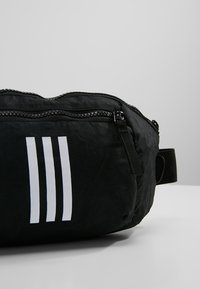 adidas Performance - PARKHOOD  - Ledvinka - black/black/white - 7