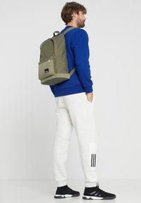 adidas Performance - LIN CLAS  - Batoh - raw khaki/white - 5