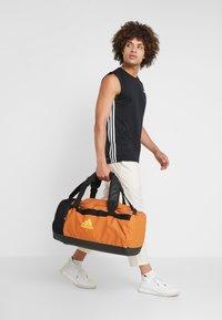 adidas Performance - Treningsbag - tech copper/black/flash orange - 6
