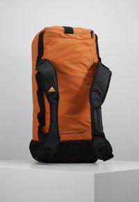 adidas Performance - Treningsbag - tech copper/black/flash orange - 5