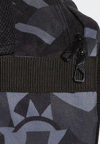 adidas Performance - 3-STRIPES CONVERTIBLE GRAPHIC DUFFEL BAG SMALL - Drawstring sports bag - black/white - 6