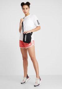 adidas Performance - ESSENTIALS LINEAR SPORT ORGANIZER BAG - Torba na ramię - black/white - 5