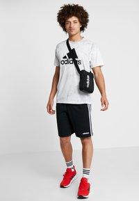 adidas Performance - ESSENTIALS LINEAR SPORT ORGANIZER BAG - Torba na ramię - black/white - 1