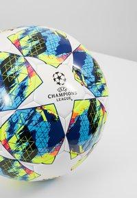 adidas Performance - FINALE COMP - Balón de fútbol - white/syello - 3