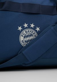 adidas Performance - FC BAYERN MÜNCHEN  - Sporttas - night marine/trace blue/light solar grey - 7