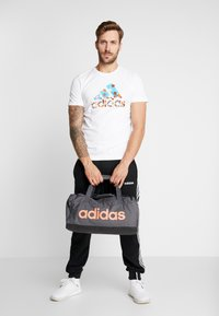adidas Performance - LIN DUFFLE S - Sportväska - grey six/black/silver grey core - 6