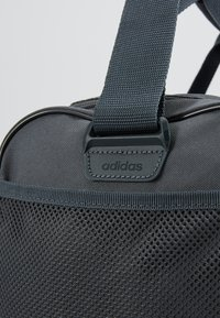 adidas Performance - LIN DUFFLE S - Sportväska - grey six/black/silver grey core - 5