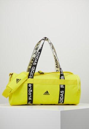4ATHLTS ESSENTIALS 3STRIPES SPORT DUFFEL BAG - Sportovní taška - shock yellow/white/black
