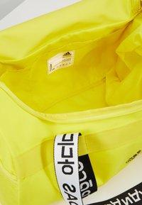 adidas Performance - 4ATHLTS ESSENTIALS 3STRIPES SPORT DUFFEL BAG - Sportovní taška - shock yellow/white/black - 4