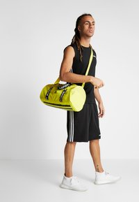 adidas Performance - 4ATHLTS ESSENTIALS 3STRIPES SPORT DUFFEL BAG - Sportovní taška - shock yellow/white/black - 6