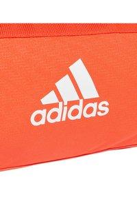 adidas Performance - Convertible 3-Stripes Duffel Bag Small - Sportväska - orange - 4