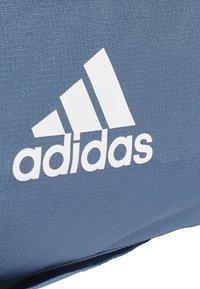 adidas Performance - Convertible 3-Stripes Duffel Bag Medium - Sportovní taška - marine - 4