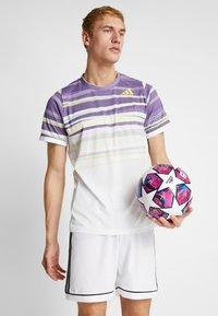 adidas Performance - FIN IST - Piłka do piłki nożnej - white/panton/glow blue - 1