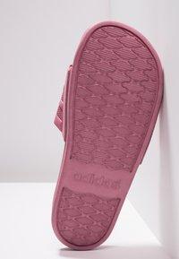 adidas Performance - ADILETTE CF - Sandály do bazénu - trace maroon - 4