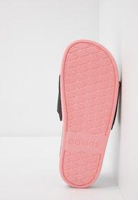 adidas Performance - ADILETTE CF LOGO - Badslippers - core black/glow pink - 4