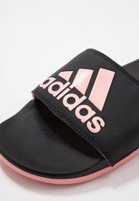 adidas Performance - ADILETTE CF LOGO - Badslippers - core black/glow pink - 5