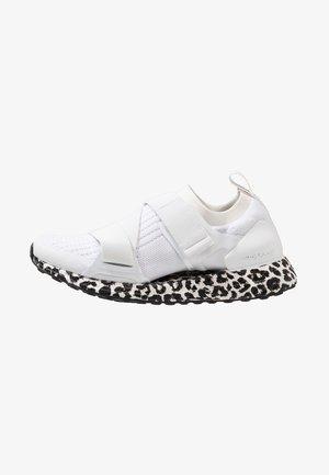 ULTRA BOOST X S. - Nøytrale løpesko - footwear white/core black