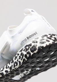adidas by Stella McCartney - ULTRA BOOST X S. - Nøytrale løpesko - footwear white/core black - 5