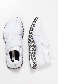 adidas by Stella McCartney - ULTRA BOOST X S. - Nøytrale løpesko - footwear white/core black - 1
