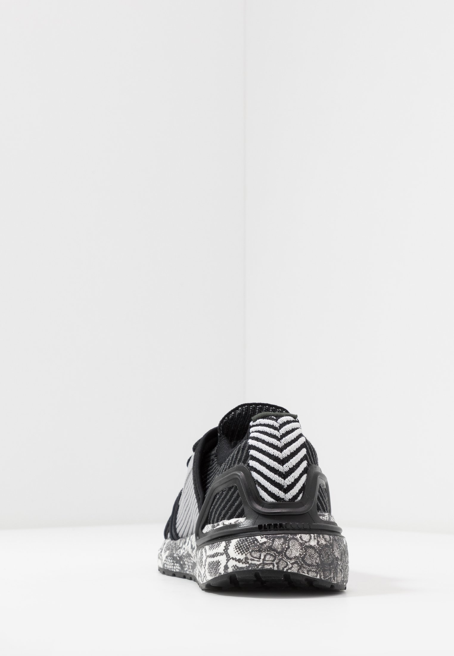 adidas by Stella McCartney ULTRABOOST 20 - Scarpe running neutre - black white/dough solid grey