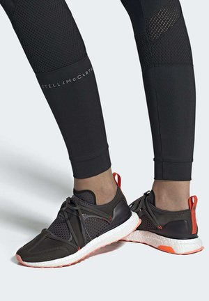 ULTRABOOST T SHOES - Stabilty running shoes - black