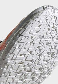 adidas by Stella McCartney - 2020-03-02 PULSEBOOST HD SHOES - Løpesko for mark - white - 8