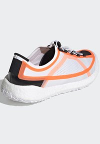 adidas by Stella McCartney - 2020-03-02 PULSEBOOST HD SHOES - Løpesko for mark - white - 4