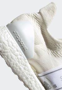 adidas by Stella McCartney - 2020-03-02 ULTRABOOST X 3D KNIT SHOES - Stabile løpesko - white - 9