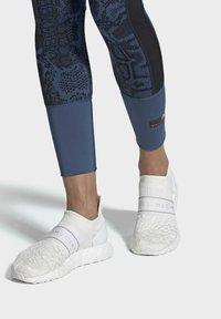 adidas by Stella McCartney - 2020-03-02 ULTRABOOST X 3D KNIT SHOES - Stabile løpesko - white - 0