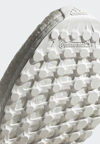adidas by Stella McCartney - 2020-03-02 ULTRABOOST X 3D KNIT SHOES - Stabile løpesko - white - 8