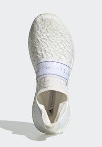 adidas by Stella McCartney - 2020-03-02 ULTRABOOST X 3D KNIT SHOES - Stabile løpesko - white - 2