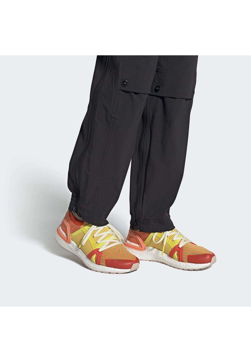 adidas by Stella McCartney - 2020-03-02 ULTRABOOST 20 S SHOES - Laufschuh Natural running - orange