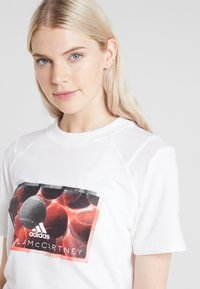 adidas by Stella McCartney - IVIEW TEE - T-shirt con stampa - white - 4