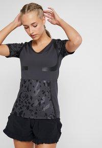 adidas by Stella McCartney - RUN TEE - T-shirt imprimé - black - 0