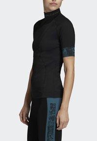 adidas by Stella McCartney - HEAT.RDY FITTED T-SHIRT - Print T-shirt - black - 3