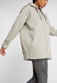 adidas by Stella McCartney - OVERSIZED HOOD - Hoodie met rits - grey - 4