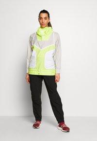 adidas by Stella McCartney - Vindjakke - tan/neon green - 1