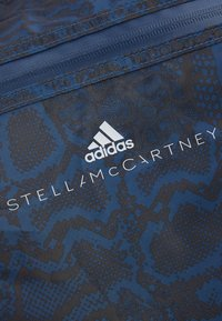 adidas by Stella McCartney - LARGE TOTE - Sportväska - blue/black/white - 6